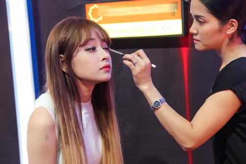 Make Up Tươi Tắn Như Hoa Chỉ Với 10 Phút Cùng Cô Nàng Chi Pu