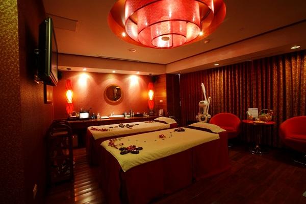Lựa chọn giường massage như thế nào để giữ chân khách hàng & tăng doanh thu cho Spa